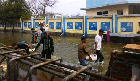 pojok poker pintu air pasar ikan siaga   wilayah  berpotensi banjir rob