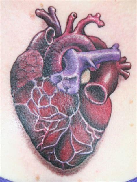 eviltom menschliches herz tattoos von tattoo bewertung de
