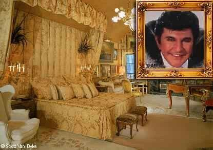 bedrooms of the rich and famous liberace bedroom rich famous homes pinterest