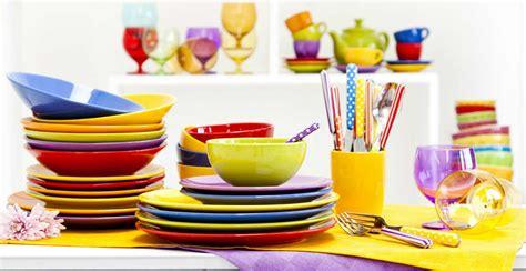 piatti e bicchieri di plastica colorati piatti in arcopal eleganza e solidit 224 dalani e ora westwing