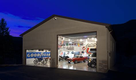 2 Car Garage With Loft by Top 10 Trends For 2014 In Custom Homes Solid Rock Custom