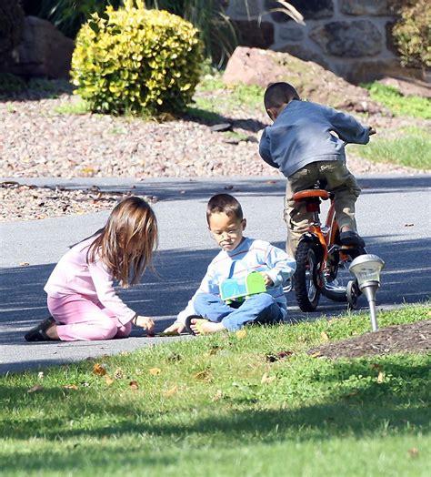 kids playing in backyard gosselin kids playing front yard 2v1b4nfqitex jpg