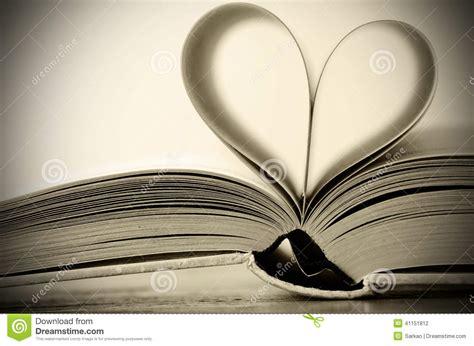 libro a heart so white heart shaped book stock photo image 41151812