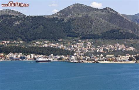 igoumenitsa porto la citta di igoumenitsa il porto principale foto