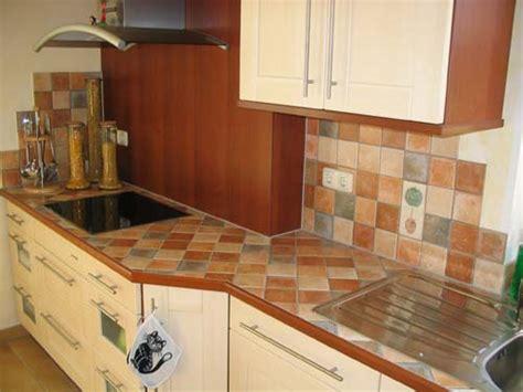 badezimmer und küchen wohnzimmer steinwand grau