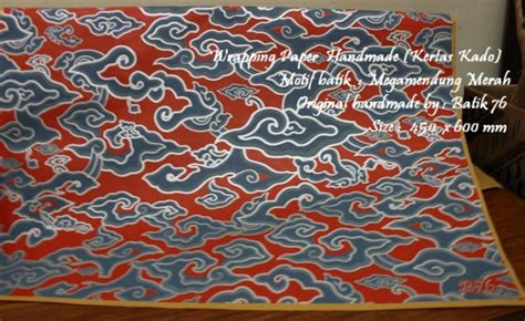 Kertas Kado Kertas Motif wrapping paper kertas kado motif batik megamendung merah legendaris 1pack 20pcs kartu ucapan