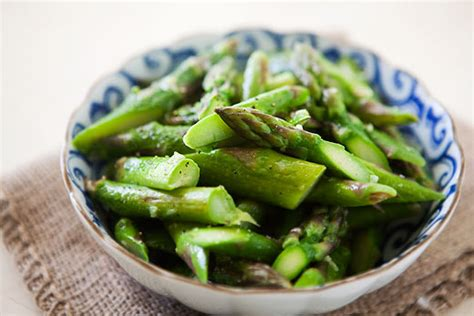 Detox Asparagus by 9 Cleansing Veggies You Should Eat Each Day Food