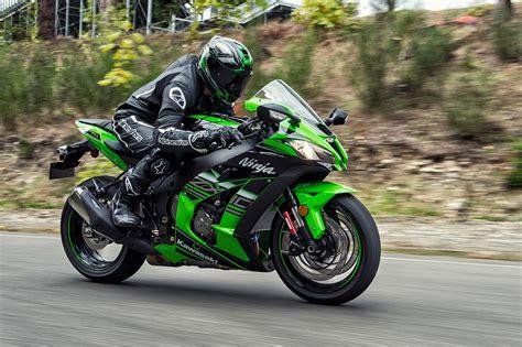 Zx10r Kawasaki by 2016 Kawasaki Zx 10r Says Hi Autoevolution