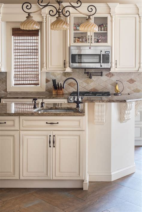 The 25 Best Ivory Kitchen Cabinets Ideas On Pinterest Ivory White Kitchen Cabinets