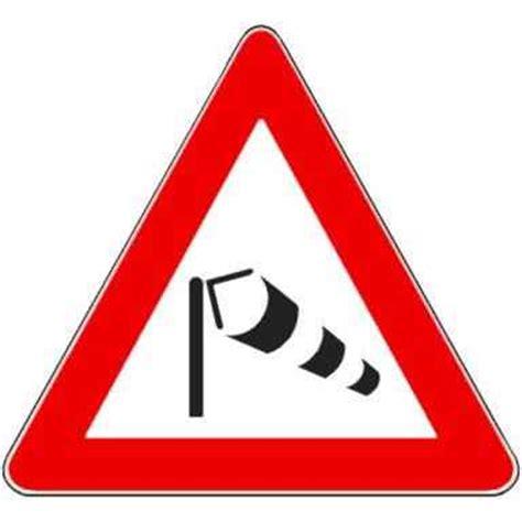 maltempo in calabria: vento forte e pioggia, danni e