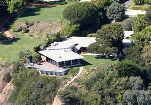 pitts homes brad pitt s malibu house zimbio