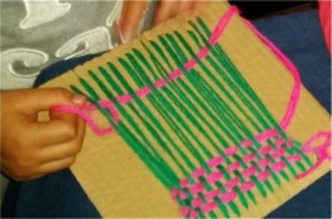 c 243 mo tejer almohad 243 n de flores conc 233 ntricas al crochet como hacer diademas con telar activa mujer tejido en