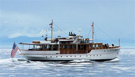 yacht style boat the pacific northwest chapter celebrates the holiday