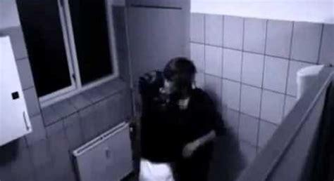 telecamera nei bagni telecamere nei bagni di una scuola indagato un operaio