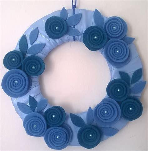 porta azzurra corona fuori porta azzurra celeste con fiori per la casa