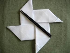 folding  napkin   pinwheel shape ninja stars