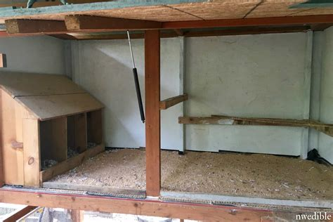 chicken coop features ill