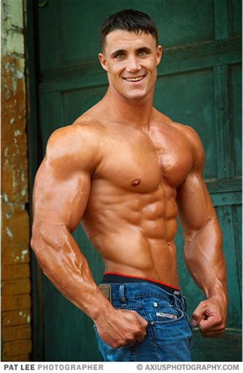 greg plitt bench press greg plitt says eating clean post workout window is most