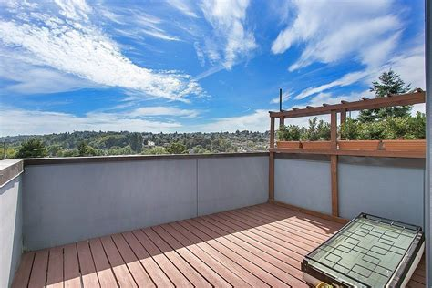 s deck transit friendly modern townhouse with rooftop deck