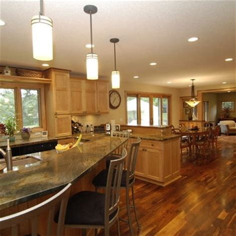 Does Flooring Go Cabinets by Best 25 Light Oak Cabinets Ideas On Oak