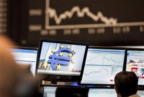 andamento spread banche banche italiane in primo piano e lo spread crolla trend
