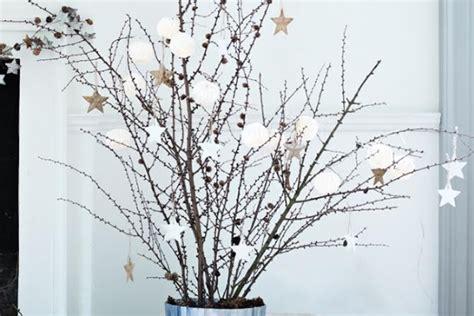 193 rbol de navidad con ramas secas