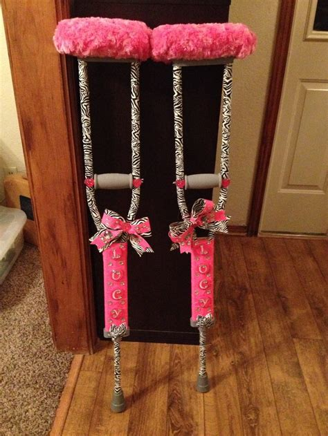 how to make crutches more comfortable bling zebra crutches limpin in style she s crafty