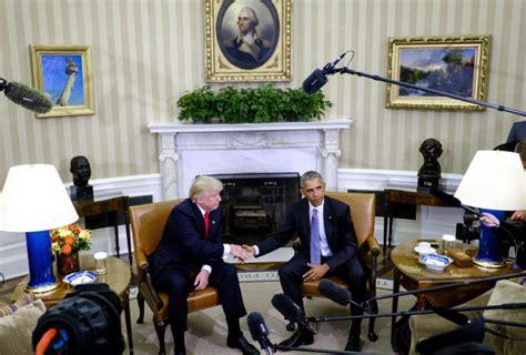 trump desk vs obama desk losing the popular vote won t rein in president trump