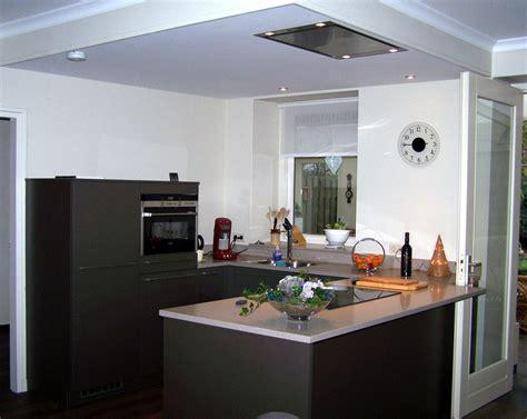 keuken u opstelling u opstelling keuken in de kleur zilverbruin met