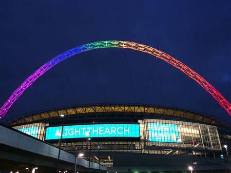 light the arch at wembley stadium with the ee app