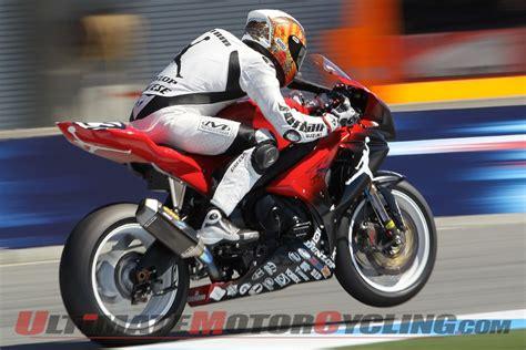 Suzuki Superbike Suzuki Gsx R1000 Tops Laguna Superbike