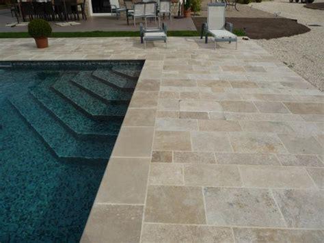 terrasse travertin terrasse piscine en travertin
