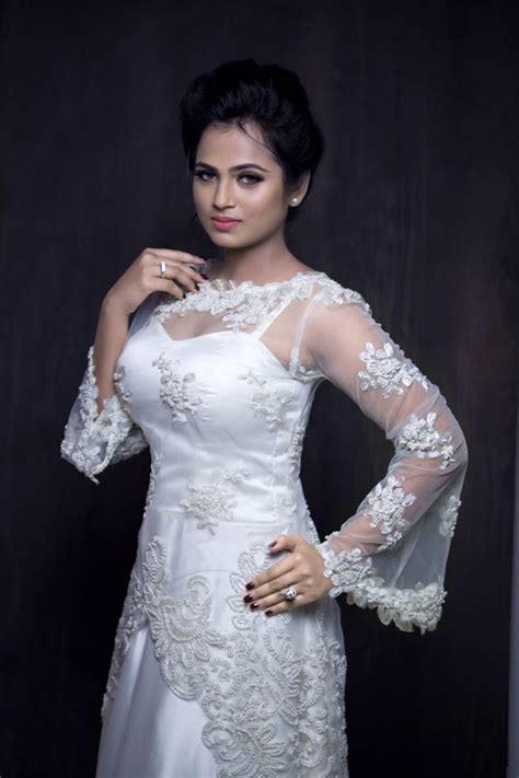 film actress ramya ramya pandiyan latest photoshoot stills south indian actress