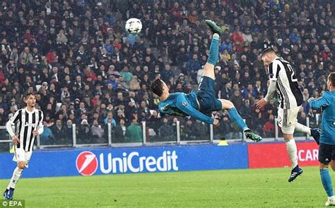 ronaldo juventus applause ronaldo s bicycle kick goal for madrid earns applause from juventus fans brila