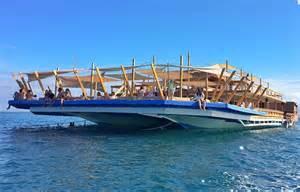 Floating Bar Tawhai The Floating Bar In Lakawon Island