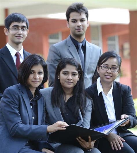 Fms Evening Mba by 100 Per Cent Placements And Annual Fee Of Rs 10 000 Make