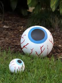 Halloween Eyeball Decorations How To Make Giant Bloodshot Eye Halloween Decor How Tos