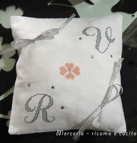cuscino portafedi da ricamare cuscino portafedi con iniziali gift
