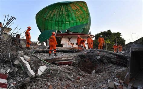 deadly earthquake hits popular tourist island  indonesia