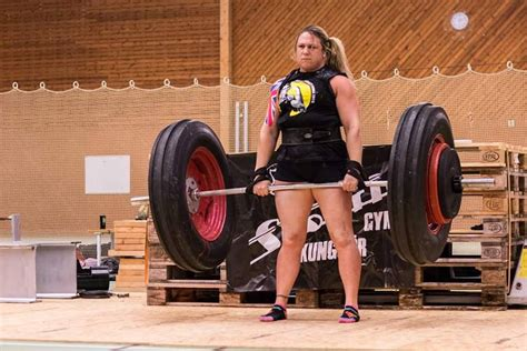 strongest female bench press world record bench press video girl raises bar on