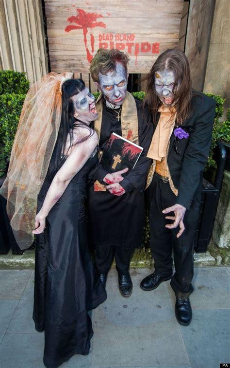 film cinta zombie pasangan doyan horor gelar pernikahan ala zombie vemale com