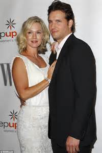 jennie garth opens up about battling depression during her marriage to peter facinelli daily
