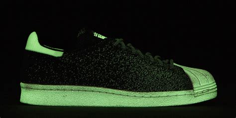 adidas luncurkan sepatu glow in the teknologi www