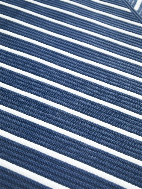 Outdoor Striped Rug Blue And White Striped Indoor Outdoor Rug Has Crisp Seaside Appeal Rugs Pinterest Gardens