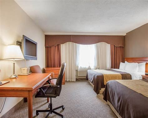 comfort in toronto comfort inn toronto airport deals reviews mississauga