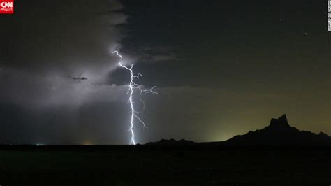 Safe To Shower In Lightning by Lightning Strikes How To Stay Safe Cnn
