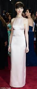 Oscars 2013: Anne Hathaway snubs Valentino at the last minute, in favor of pale pink Prada