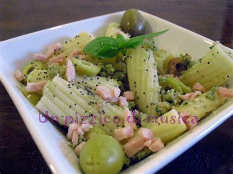 basilico piastrelle insalata di pasta basilico prosciutto cotto e olive