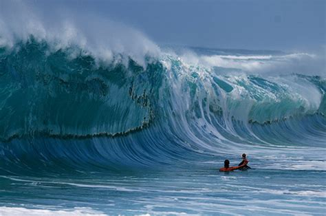 the stunning images of the waves of surf photographer