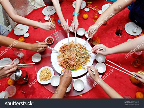 new year celebration dishes 2015 yee sang new year dish for prosperity toss